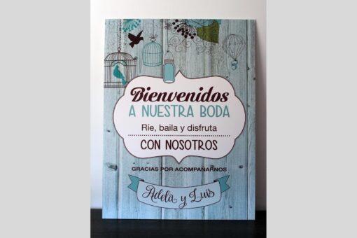 Cartel de bienvenida para boda o evento de estilo rustico , vintage y fondo de madera con jaulas
