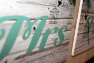 Detalle de Mr de los carteles para sillas de novios Sr & Sra