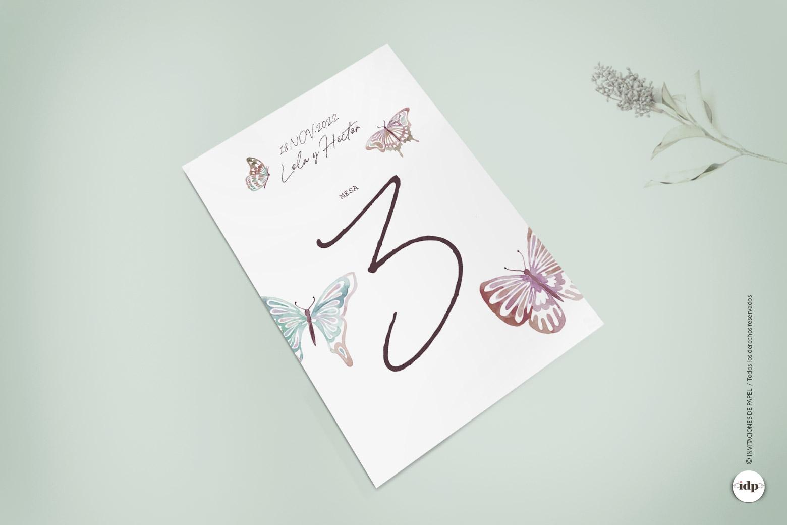 Número de Mesa para Boda Sencillo con Mariposas como de Acuarela