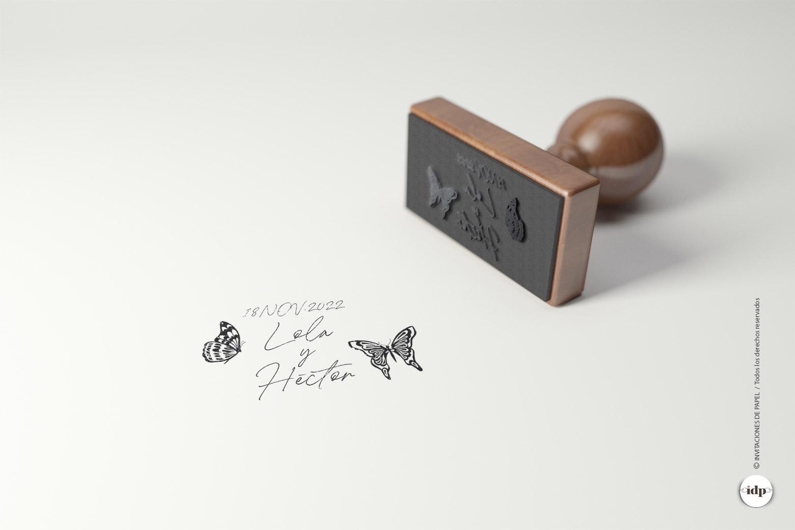 Sello de Boda de Madera sencillo con Mariposas